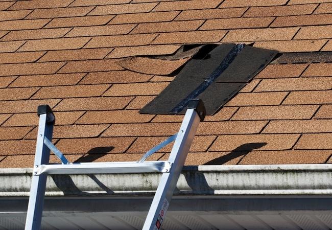 Reparere hull i takpapp